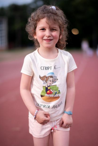 Majice za devojčice, atletičarka. Atletika za decu kroz zabavne ilustracije.