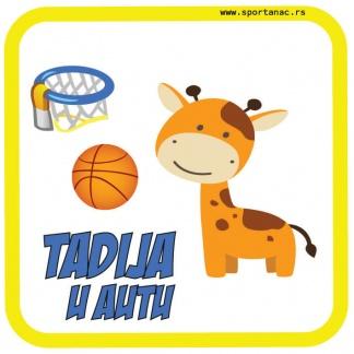 Stiker za auto žirafa košarkašica. Beba u autu Sportanac